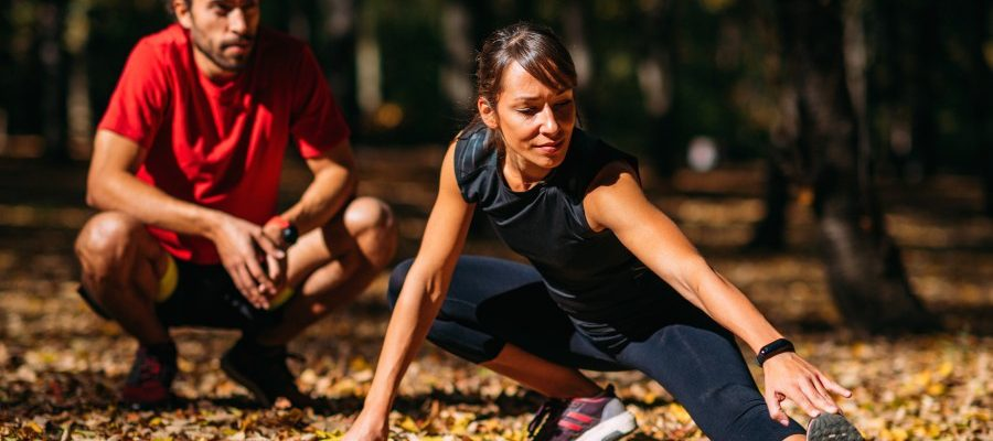 pareja ejercicio parque estilo de vida